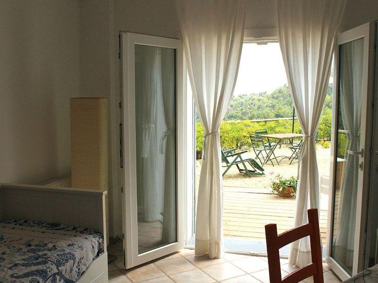Affitto casa di campagna Diano San Pietro - sala con letto divano