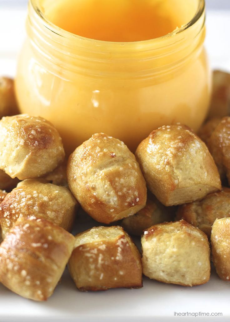Easy & delicious homemade pretzel bites on iheartnaptime.net ...make this recipe in 30 minutes! Makes the perfect appetizer for game day!