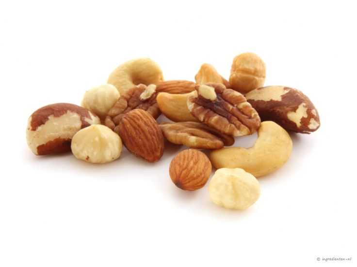 Nuts  Nuts truly have lots of vitamines like B8 or also called Biotin. What can it do for your hair? - Improves hair structure - Improves volume of hair - Hair color can be restored  - It can determine Alopecia   #haircare #biotin #vitamins #health #healthyhair #loveyourhair #hairfood #nuts #health #curls #curly #curlyhair #kinks #kinkyhair #kinkycurls #food #haarverzorging #biotine #hairlove #vitamine #gezondheid #gezondhaar #haarvoedsel #noten #kroes #kroeshaar #krullen #krullendhaar