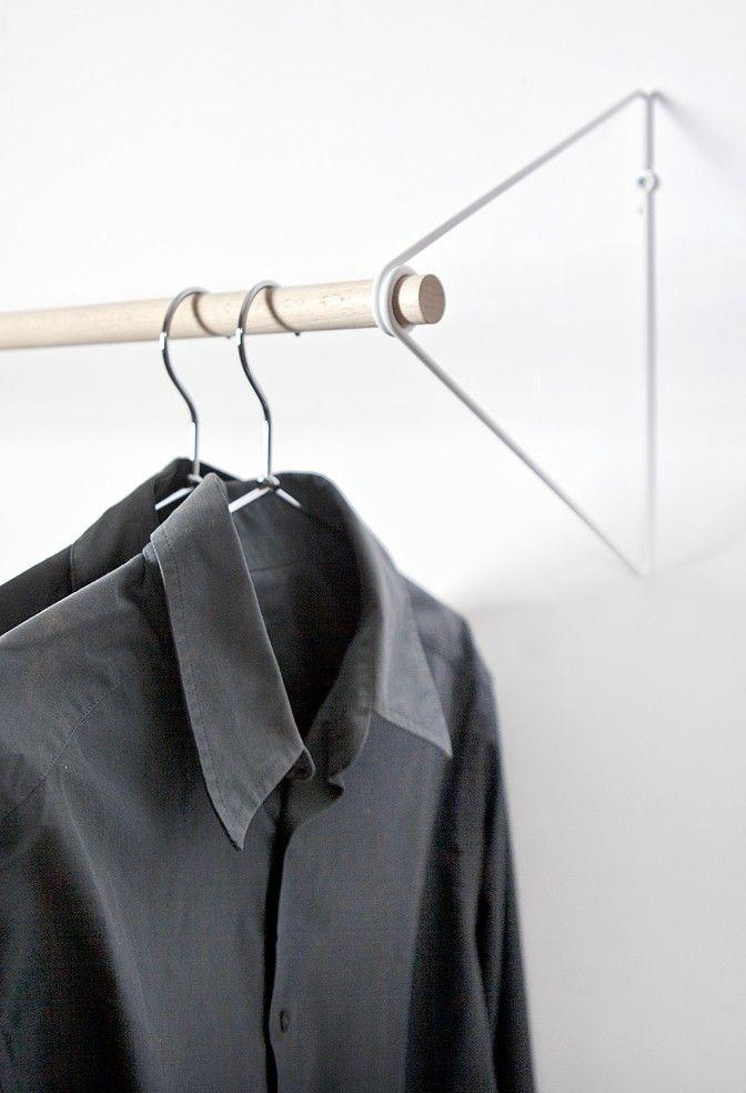 die besten 25 kleiderstange wand ideen auf pinterest kleiderst nder f r die wand wohnheim. Black Bedroom Furniture Sets. Home Design Ideas