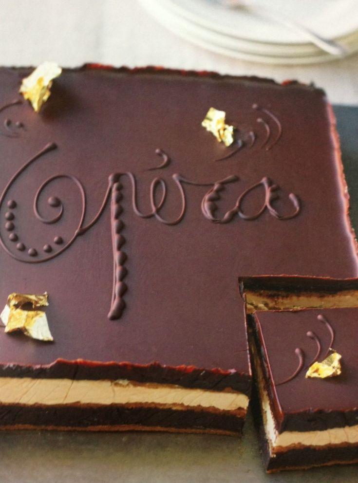 Les ingrédients: (Pour un opéra d'environ 28/12cm) : 1) La ganache au chocolat : 90g de chocolat 90g de crème liquide 20g de beu...