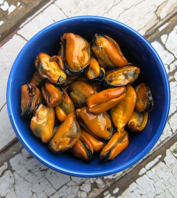 Homemade Smoked mussels - makes my mouth water. Can't wait to try this! Looks relatively simple!
