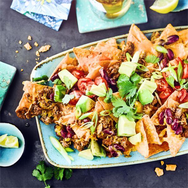 Avocado verleiht diesem herzhaften Gericht eine frische Note. #überbacken #nachos #mexikanisch #edeka