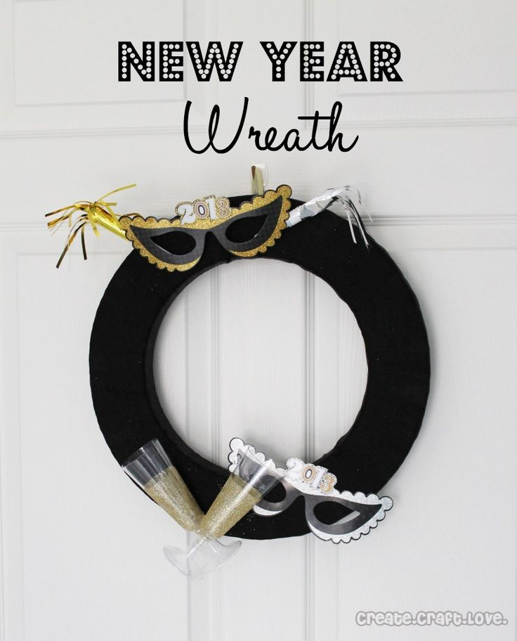 New Year WreathNewyears, Years Wreaths, Years Parties, New Years Eve, Wreaths Ideas, Holiday Stuff, Wreaths New Years, Champagne Flute, Crafty Ideas