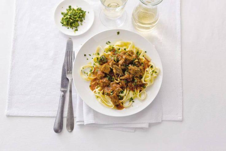Je hele huis ruikt heerlijk naar Italiaanse kruiden, zacht stoofvlees en tomaat. Bellissima! - Italiaans stoofvlees - Recept - Allerhande