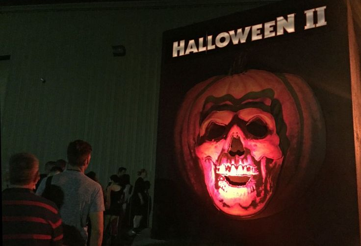 Universal Orlando Halloween Horror Nights 27 - Survival Guide - Halloween House