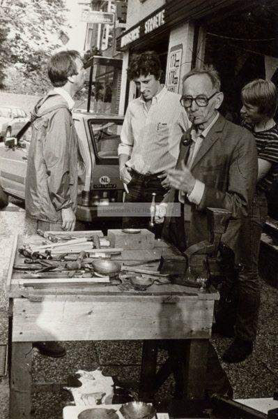 Herman Makkinga, koperslager aan het Oosteinde in Hardenberg.   Mijn Stad Mijn Dorp
