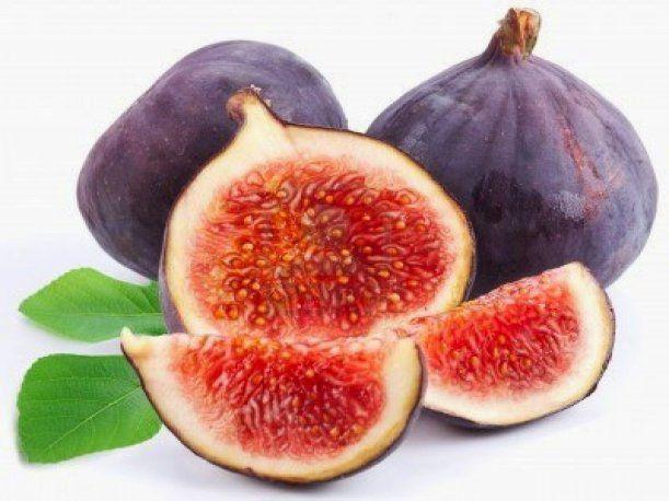 El higo es una fruta muy rica que las personas pueden comer en postres y que a la mayoría de ellos les gusta.