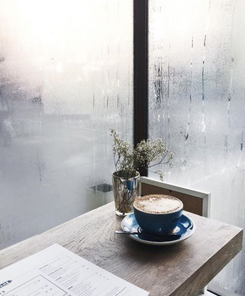 Coffee and rain. Preferably woth a good book - the best combo ☕