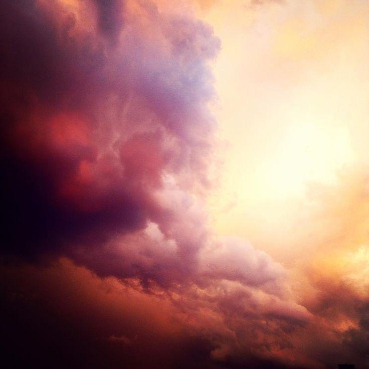 #stormyskies ⛈💦❤️ #natureporn #naturelovers #nature #beautifulnature #burningsky #skyporn #cloud #cloudporn #adaland