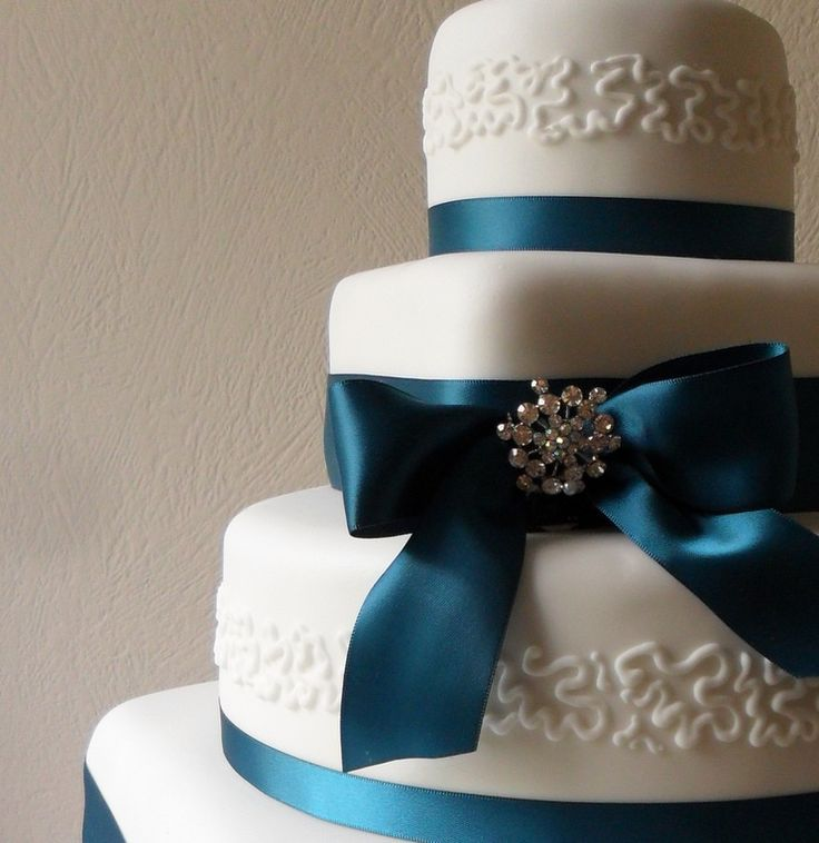 Four Tier Teal Ribbon Lace Cake | Stylish And Expensive Wedding Cake Adorned With Ribbons And Brooches