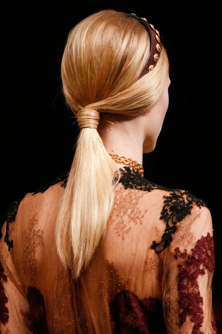Valentino Primavera/Verano 2014: 2014 Ready To Wear, Paris Fashion, Hair Ponytail, 2014 Pfw, Accessories Hairstyles, Hairstyleheadband Combinations, Hair Style, 2014 Readytowear, Makeuphair Ideas