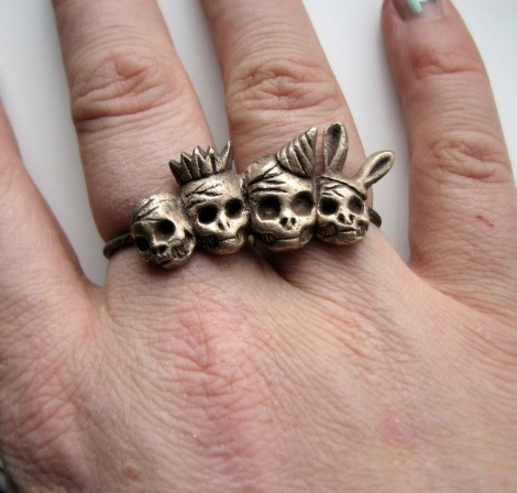 Party skulls två finger ring #NordicDesignCollective #design #jewellery #annasiivonen
