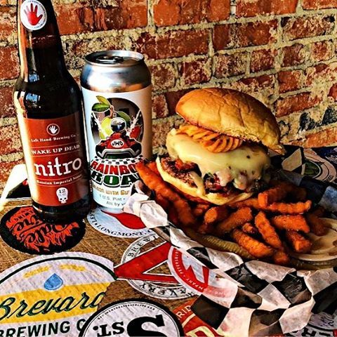 Watching the NFL Playoffs today? Jack Brown's in Westhampton is the place to be! Great food and an amazing beer selection!  @jackbrownsrva #jackbrownsrva Tag yourself using #TheRichmondExperience while you're watching the game!  Falcons or Packers? Patriots or Steelers? Comment below! 📷: @jackbrownsrva 📸 Edited: @therichmondexperience