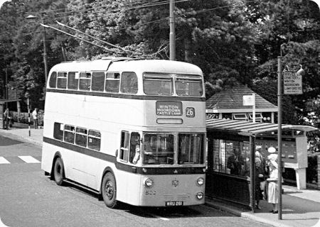 This trolleybus is at a stop in Avenue Road where the Winton & Charmister trolleybus routes all departed from. Description from old-bus-photos.co.uk. I searched for this on bing.com/images