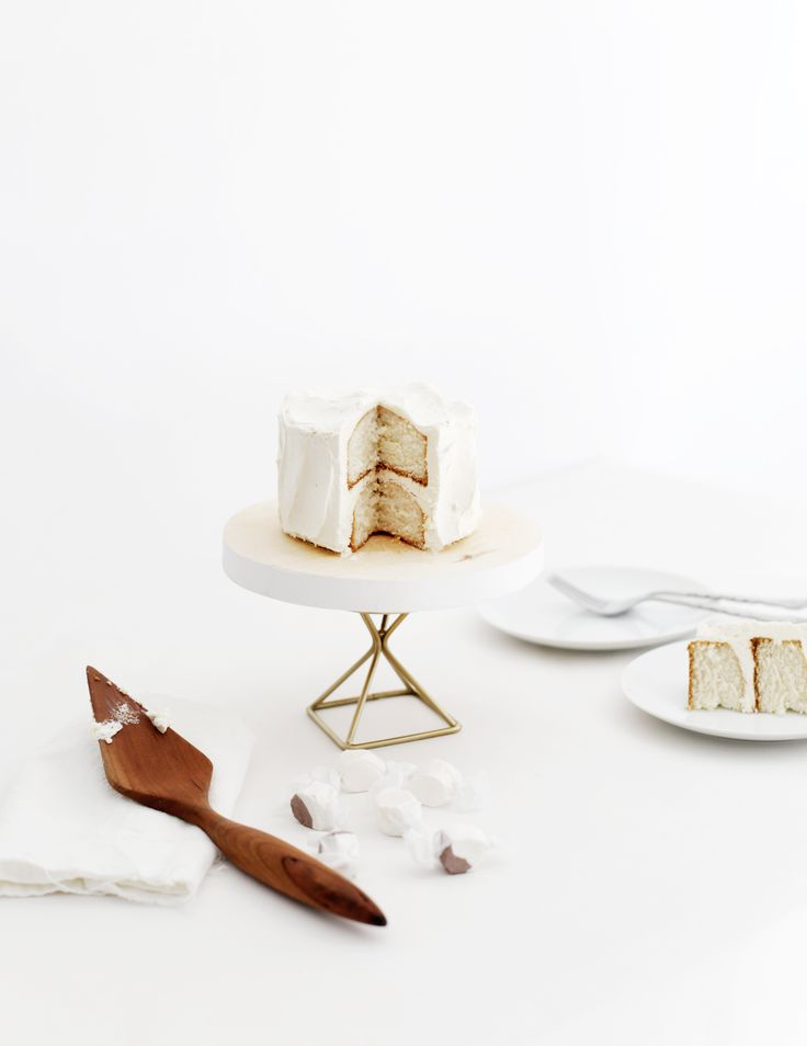DIY Modern Cake Stand @themerrythought