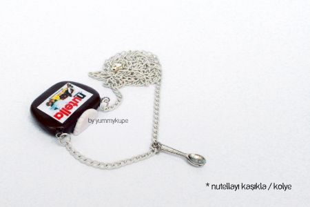 Nutellayı Kaşıkla / kolye  #fashion #design #miniature #food #art #miniaturefoodart #polymerclay #clay #minyatur #polimerkil #kil #nutella #tasarim #taki #sanat #moda #sokak #tutorial #yummykupe #mold #kalip #nasil #bileklik #kolye #kupe #yuzuk #aksesuar #kadin #ring #earring #accesorie #necklace #chocolate