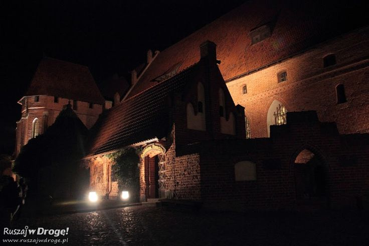 Nocne zwiedzanie zamku w Malborku - dziedziniec