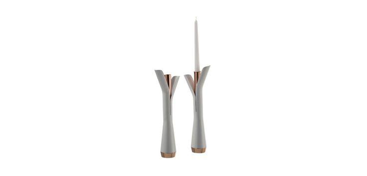 Bougeoir Twig métal laqué blanc mat et cuivre. Existe aussi dans d'autres coloris.  Dimensions: L.7 x H.38cm