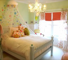 Little girl bedroom - maybe a way to incorporate the owl pillow she has and loves.