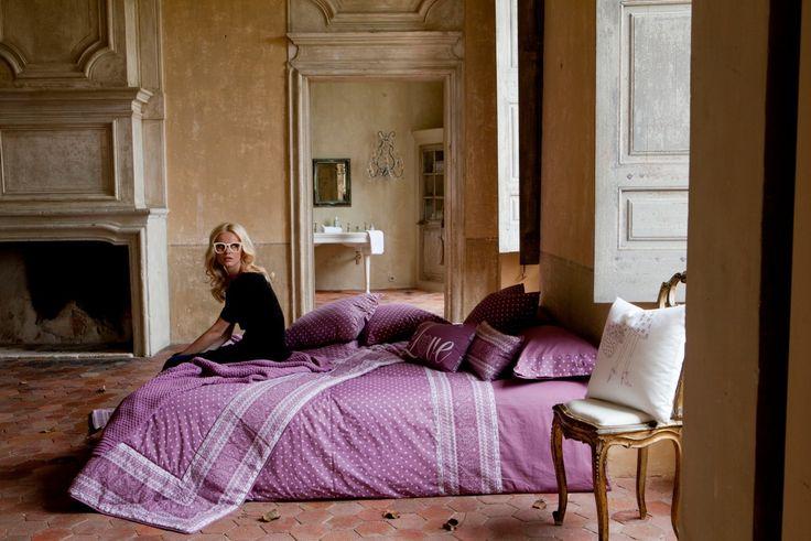 Romantic bed #texutrainteriors #habitación #bedroom #sábana #bedsheet #fundadecojin #pilowcase #almohada #pilow #colcha #quilt