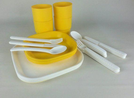 Mod camping dinner set for 4. Egg yellow & white retro