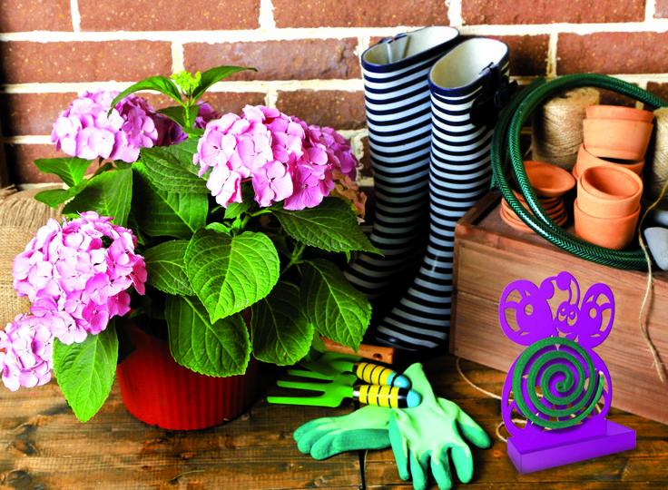 Aggiungi un tocco di colore al tuo giardino con MIAtwist! Il portazampirone che arreda e tiene lontane le zanzare #flowers #colors #design #arredo #estate #garden #fucsia #MadeInItaly