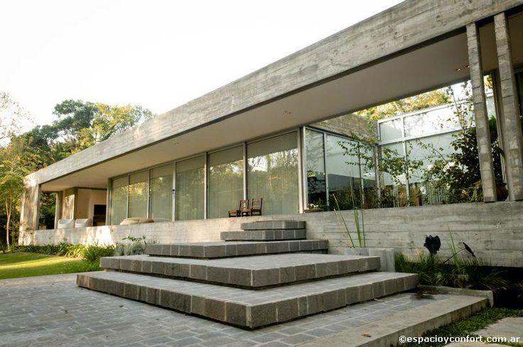 Casas arquitectura inteligente la fachada es un volumen for Casa moderna hormigon