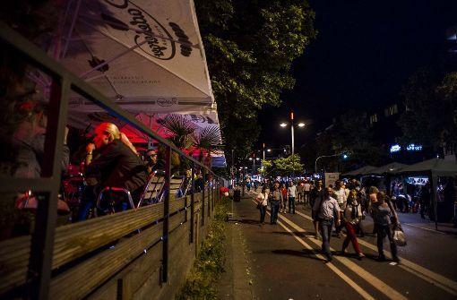 """Zum Feiern gehen viele Stuttgarter auf """"die Theo"""". Die liebevolle Kurzform steht für die Theodor-Heuss-Straße mit ihren vielen Clubs. Foto: Lichtgut/Max Kovalenko"""