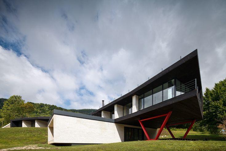 Hotel Atra Doftana / TECON Architects