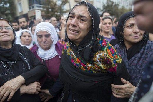 97 νεκροί ο απολογισμός της Τουρκίας - Δύο άντρες οι βομβιστές αυτοκτονίας ανακοίνωσε η κυβέρνηση