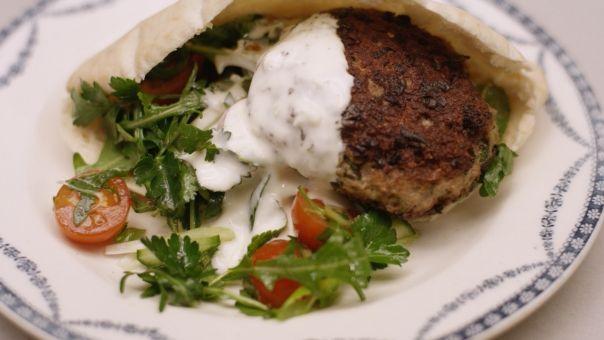 Eén - Dagelijkse kost - lamsburgers in een pitabroodje