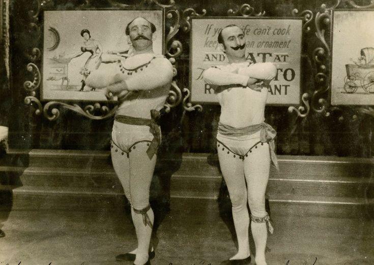 old-time-acrobats.jpg (2820×2002)