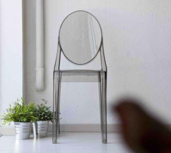 Sedia tipo Kartell. Sedia da cucina e salotto con design Kartell in versione bianco o nero. Dimensioni 38,5l x 50p x 91h cm.