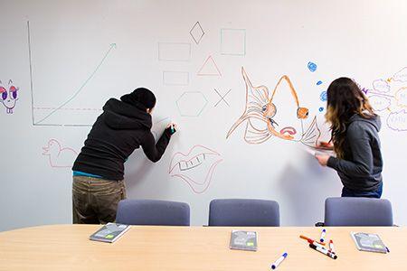 Díky Chytré zdi můžete psát po zdech, stolech, čemkoli Vás napadne. ----Thanks to Smart Wall Paint you can write on walls, tables, whatever you think of :). www.chytrazed.cz www.smartwallpaint.cz
