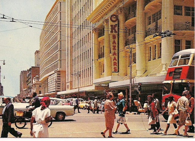 #Johannesburg - A busy corner at the intersection of Eloff and Pritchard Street in the 1960's (© http://chocolattnegro.blogspot.com)