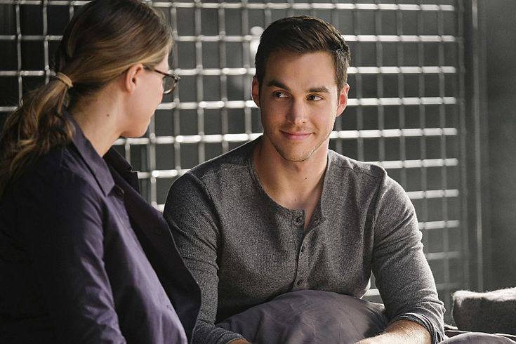 Melissa Benoist and Chris Wood in Supergirl