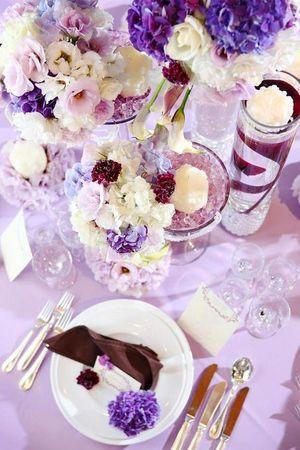 ラベンダー×アイボリーで甘口ガーリーな雰囲気♡ パープルの会場装花のアイデア一覧。