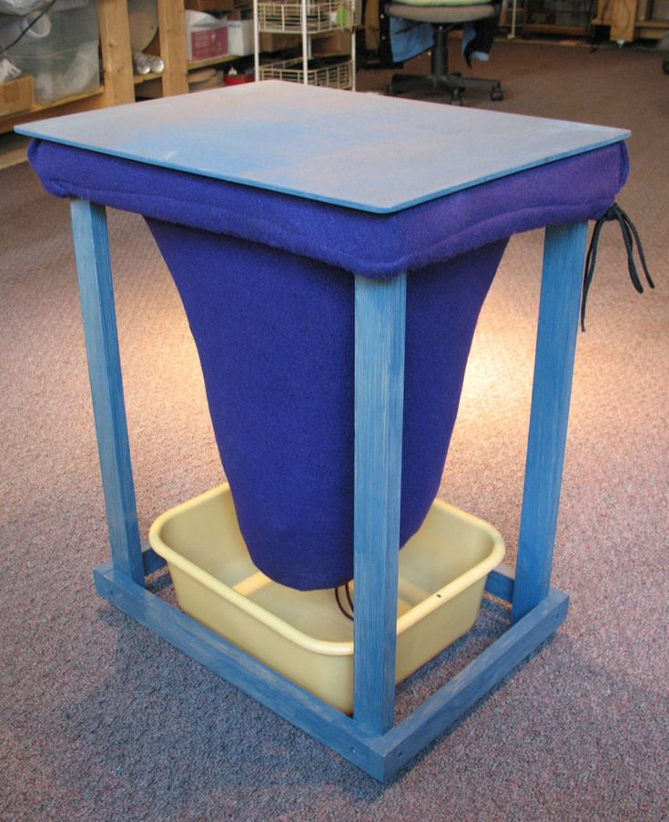 Worm bin bag for indoor vermicomposting and easy separation of worms from compost