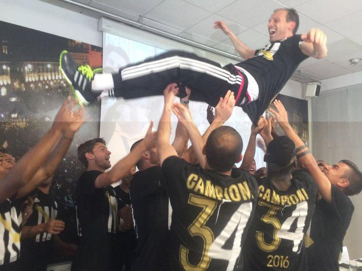 Festa e Juventusit pas titullit të pestë më radhë (Foto) - Lajmet e fundit nga sporti - GazetaExpress