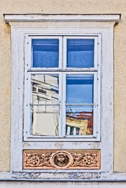 Window in Bad Vöslau, Austria  (c) Ismanah Schulze-Vorberg