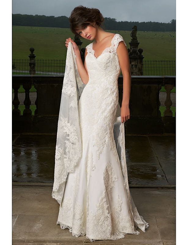 Amanda Wyatt 385 - Lace gown - Sugar and Spice UK - Lincoln