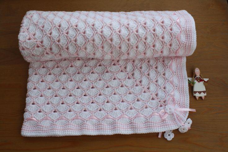 HEIRLOOM SHELLS Square Baby BLANKET.  Crochet Baby Blanket. Blanket. White-Pink Blanket. Baby Gift. Baby Shower. Newborn. Square Blanket.