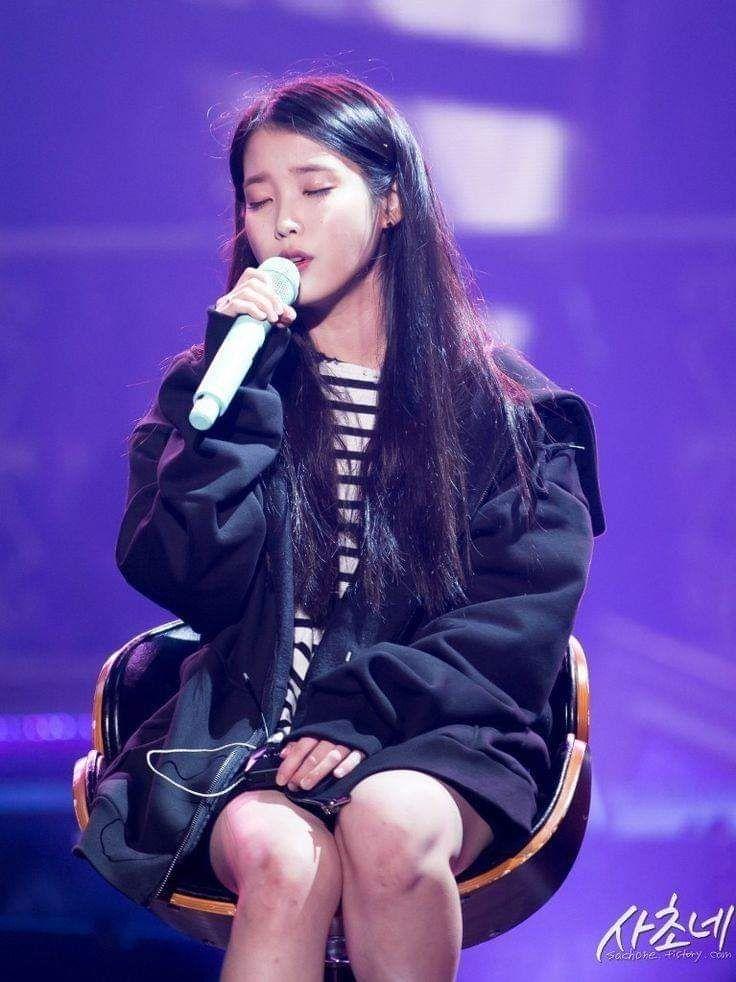 Pin By Marshmallow On K Pop Idol Concert Female Singers Singer