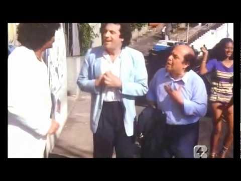 L'ALLENATORE NEL PALLONE - Se mi date sincomil cruzeiros vi ci porto io... -maaa..a testa? Eh, CLARO! :) La tipica scena dei 'fratelli de Leche' è solo un piccolo cammeo nella parure brillante e assolutamente trash di questo film che adoro :)
