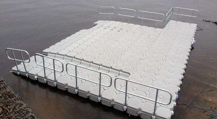 Raft with railings