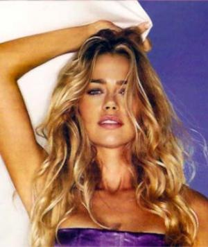 Get Hair like Denise Richards - Classic Beachy Waves