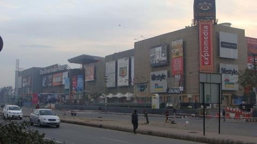 he Great India Place, Noida – 1,500,000 sq ft (Joint)  The biggest mall in Noida is a great place to shop, eat and has a multiplex operated by Big cinemas which is one of the biggest and can accommodate more than 1000 people at a time.    Year Opened : – 2007    Total Floor Area : – 1,500,000 sq ft
