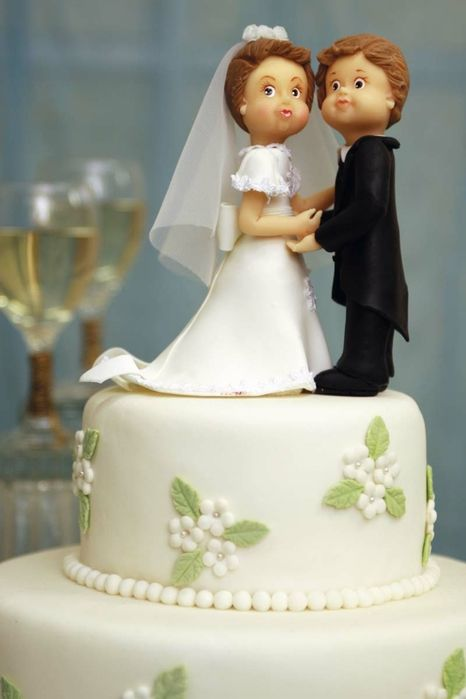 Tutorial - VERY good Tutorial on Bride and Groom Cake toppers (especially the face part)