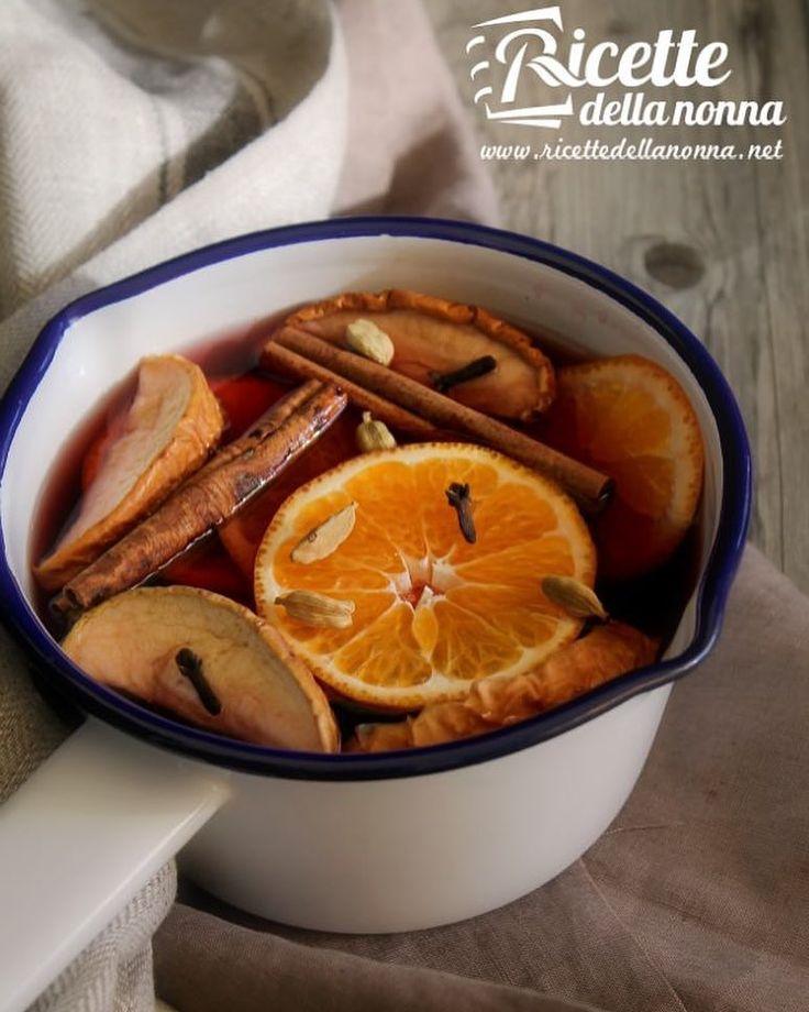 Vin Brulè speziato allarancia e mela #mele #vinbrulè #arancia #cannella #foodporn #vsco #foodstyle #food #cooking #foodstagram #follow #followme #instagood #instalike #instadaily #recipe #italianrecipe #italianfood #ricettedellanonna #good #love #happy #italy #passione #fotooftheday #foodblogger #chef #beautiful #foodpics #vscofood